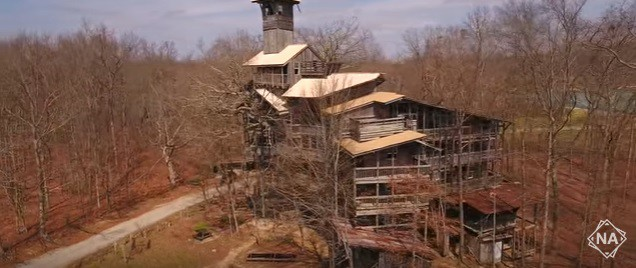 Biggest Treehouse In The World 2017 world's largest tree house is in crossville, tn